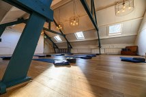 1200px-Zolder_Yoga_Trainingscentrum_Michi